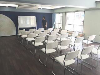 ホワイトボード、長テーブル、椅子を無料貸出し