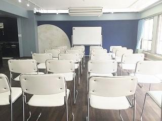 六本木 レンタルスタジオの無料備品、椅子24脚